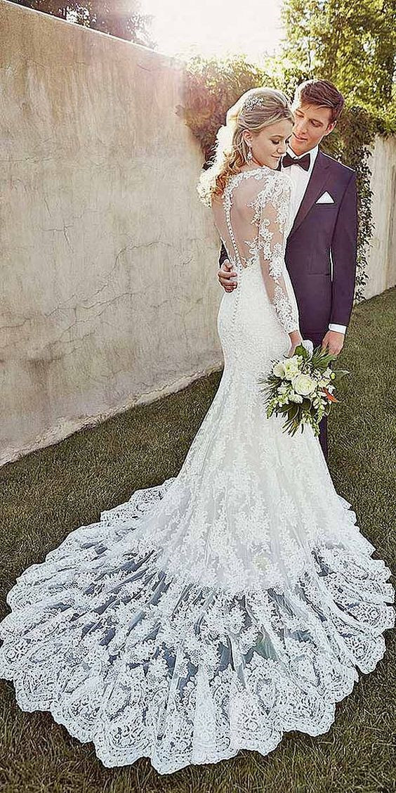 Choosing a Color for Your Wedding Dress